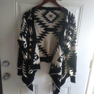 Sweaters - Aztec white&black sweater
